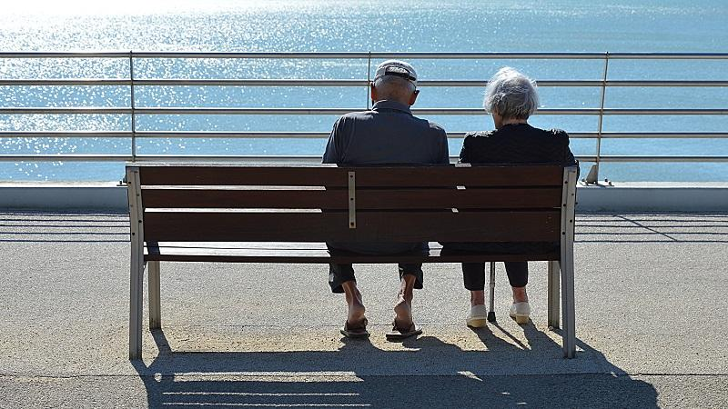 Older Couples Can Teach Younger Ones A Lot About Living Together in Isolation!